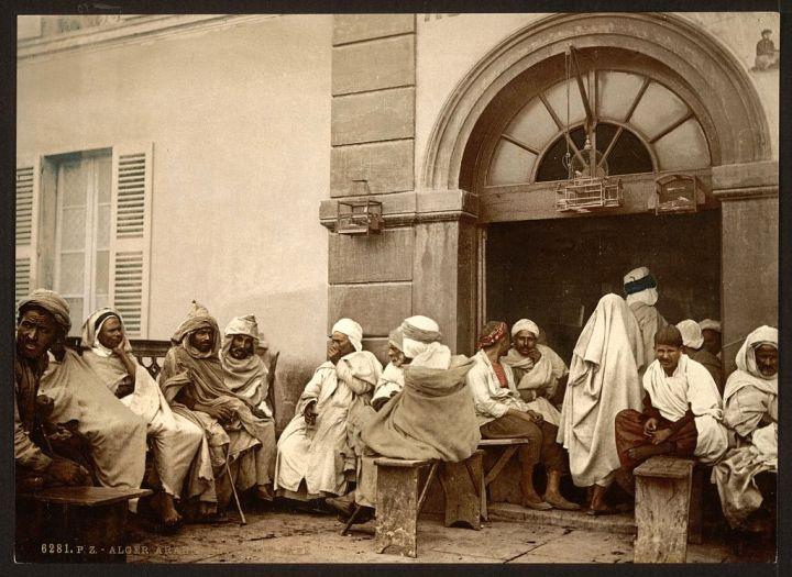 Arabes dans un café