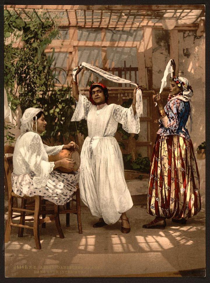 femmes arabes qui dansent Alger