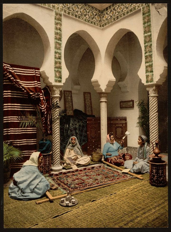 Mauresques fabriquant des tapis arabes Alger